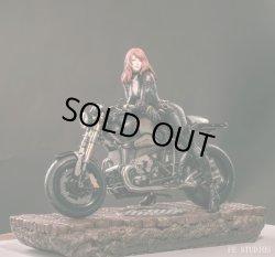 画像1: FE STUDIOS 1/4 Agent Natasha & Motorcycle スタチュー *予約